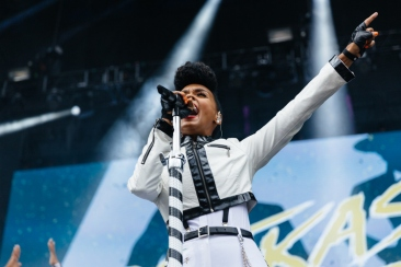 Janelle Monae rocking the crowd #Atlast